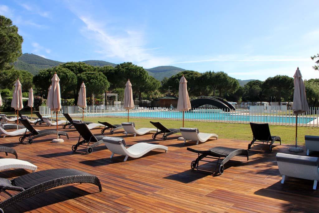 Campeggio con piscina all 39 isola d 39 elba lacona pineta for Isola gonfiabile piscina