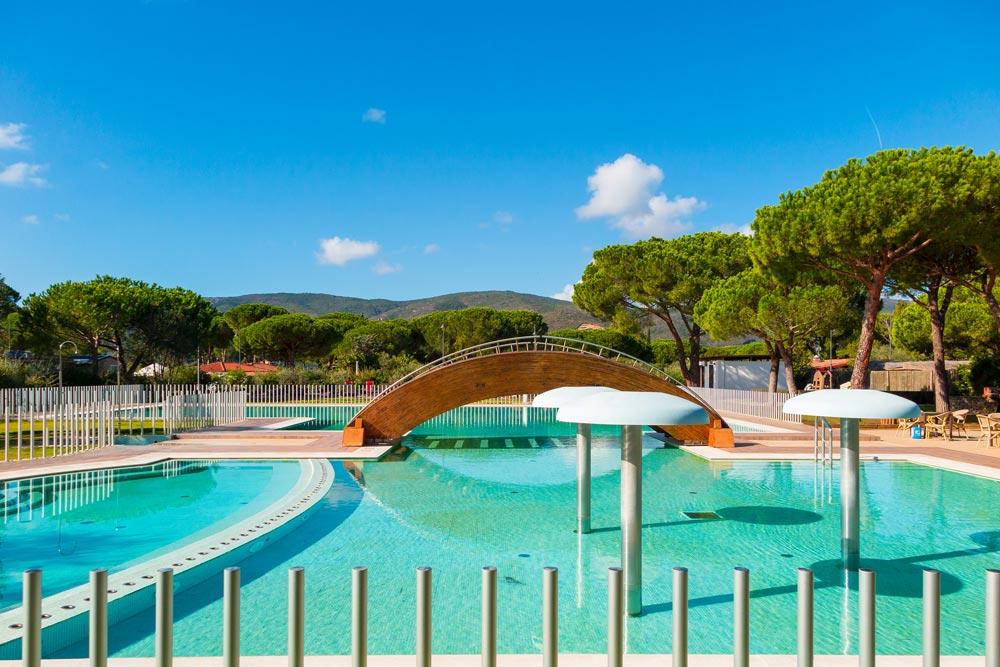 Campeggio con piscina all 39 isola d 39 elba lacona pineta for Piani del padiglione della piscina